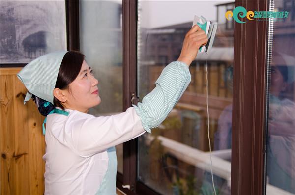 专业无锡家庭擦窗服务,让您远离高危擦窗
